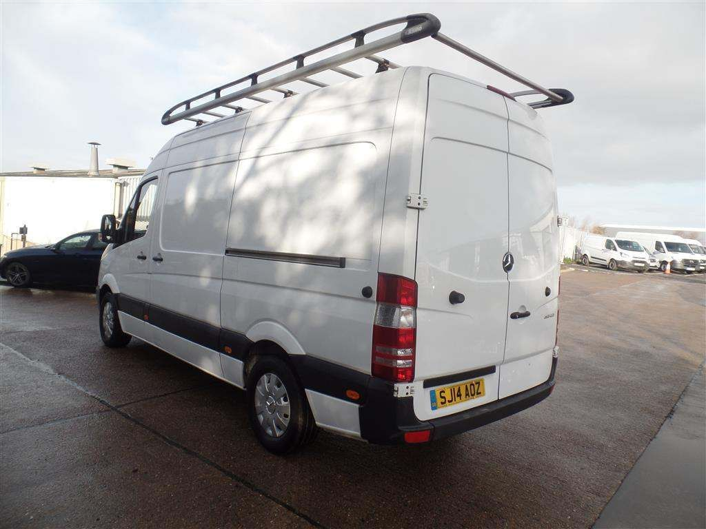 Mercedes-Benz Sprinter 2.1 CDI 313 High Roof Panel Van 5dr MWB - image 4
