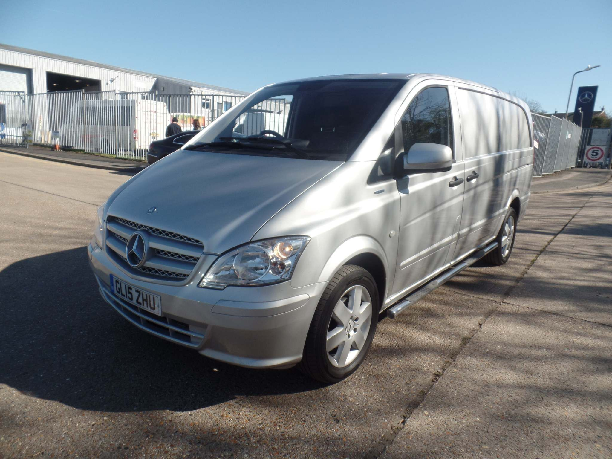 Mercedes-Benz Vito 2.1 116CDI BlueEFFICIENCY Long Panel Van 5dr (EU5) - image 1