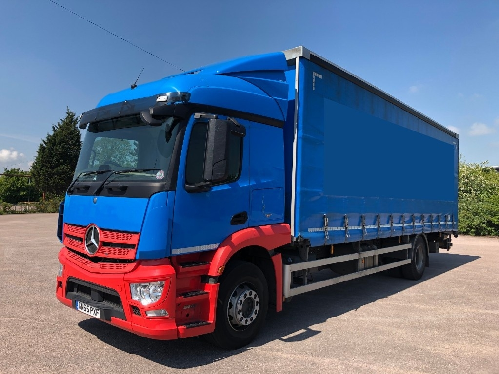 Mercedes-Benz Actros 1824L Curtainsider with taillift - image 2