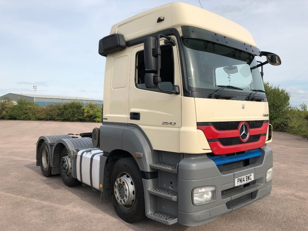 Mercedes-Benz Axor 2543LS High Roof with Manual Gearbox & Hydraulics for Tipping Trailer