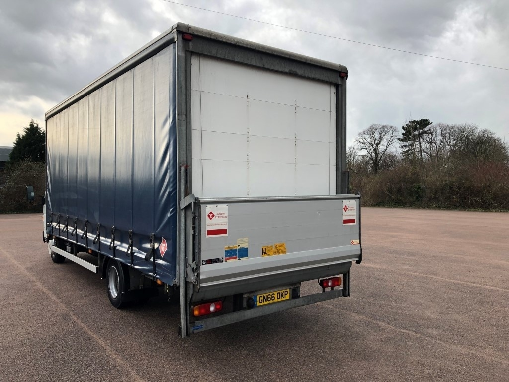 FUSO Canter 7C15 Curtainsider - image 3