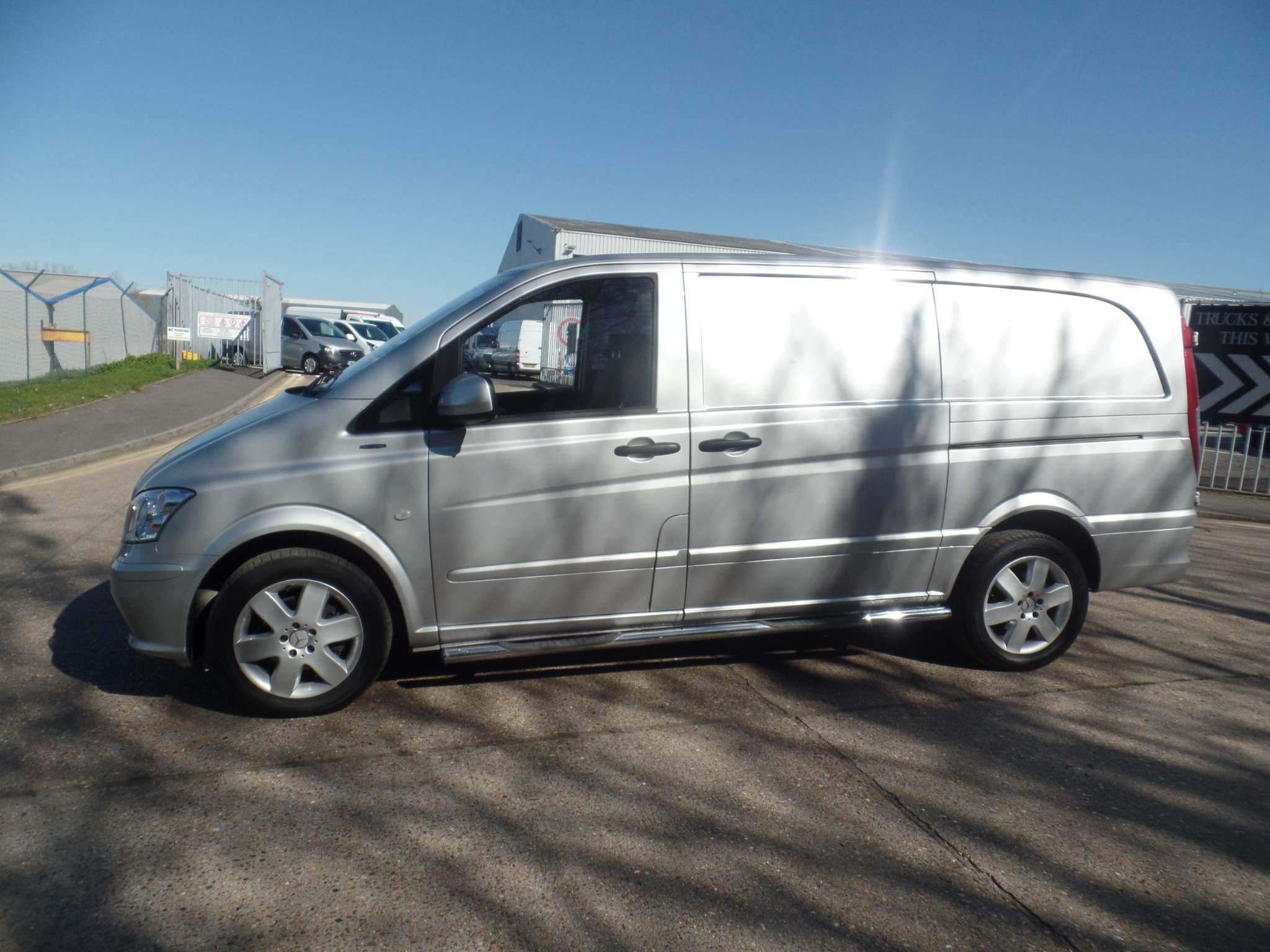 Mercedes-Benz Vito 2.1 116CDI BlueEFFICIENCY Long Panel Van 5dr (EU5) - image 3