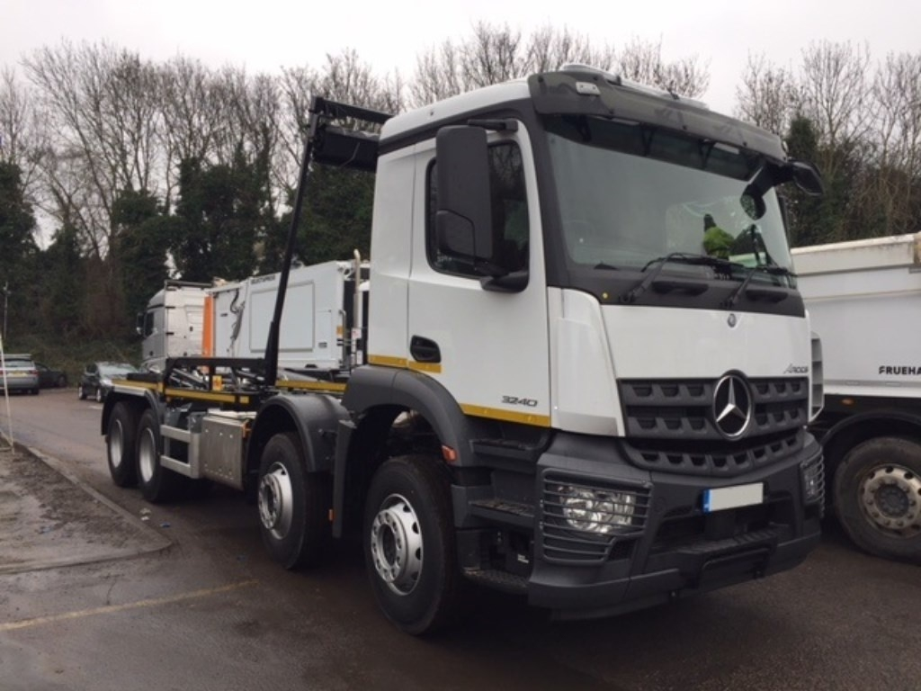 Mercedes-Benz Arocs 3240K Euro 6 Hook Loader - image 1