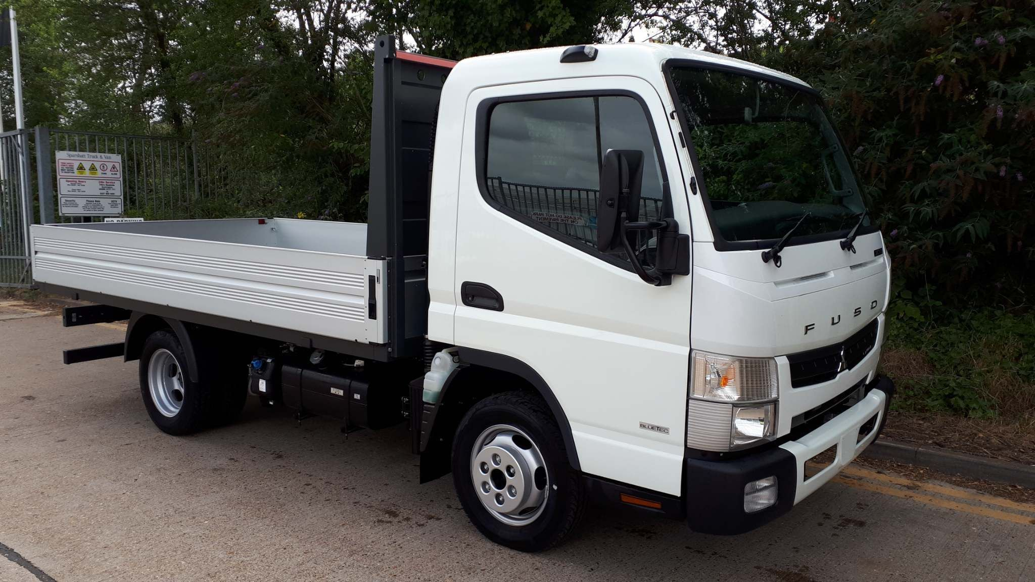 FUSO Canter 3C13 Manual dropside - image 1