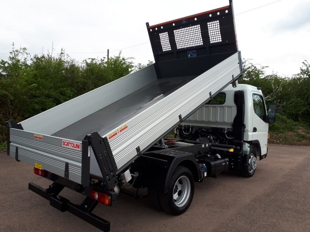 FUSO Canter 3C13 3 WAY TIPPER AIR CON - image 4